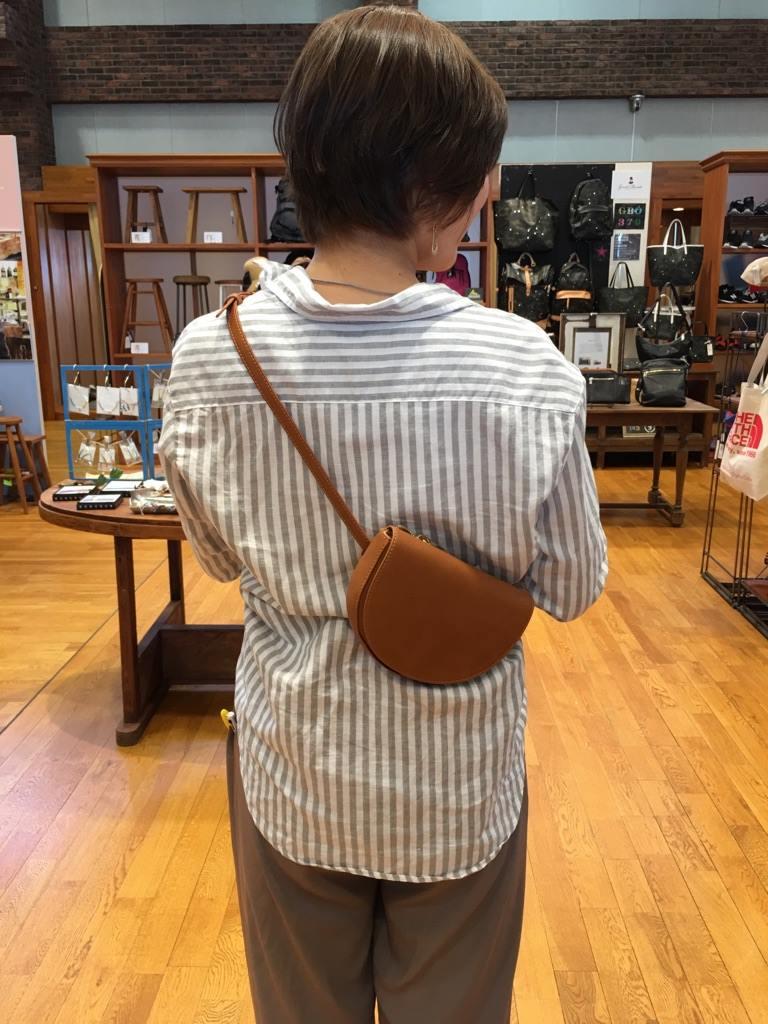 豊中緑ヶ丘店 こんにちは!今日は、CASSELINI【キャセリーニ】ベルトバッグのご紹介です☆